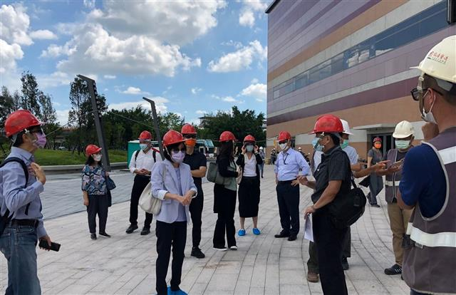 """DG Kiang during onsite inspection of ICC Tainan, the """"New Window to Tainan."""""""