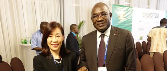 Director General Kiang speaks with Chairman Adama Coulibaly